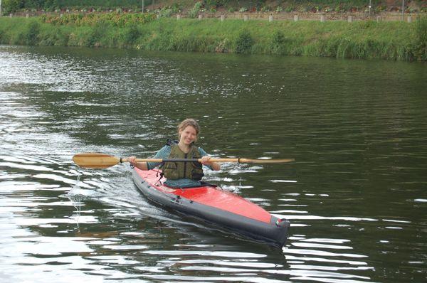 Manon est conquise par le kayak pliant Nautiraid