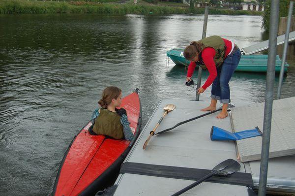 Les deux reporters test le kayak pliant Nautiraid