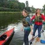 Parées pour l'aventure sur la rivière Mayenne en kayak pliant