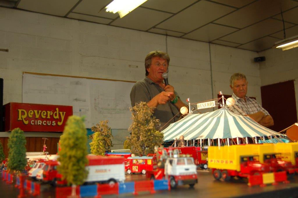 Guy Demaysoncel et son cirque miniature à Canotika