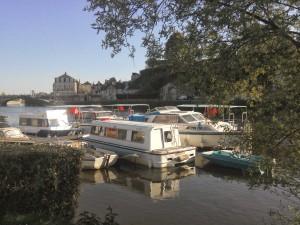 groupe de bateau d'école de la rivière