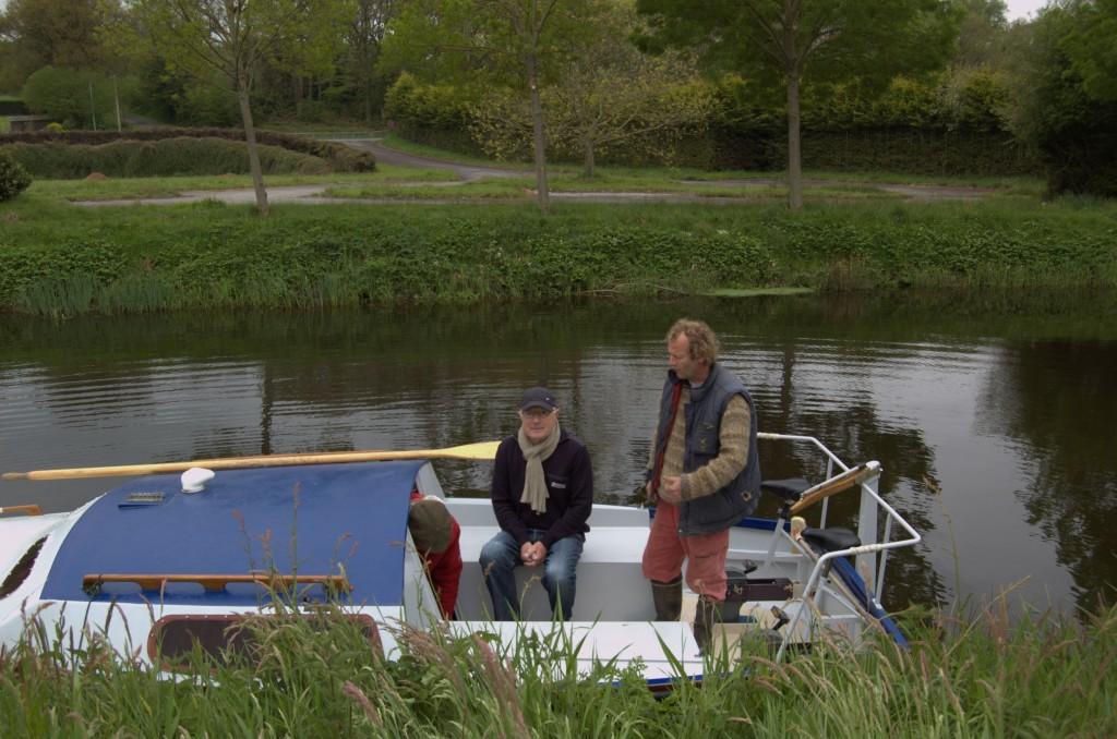 le bateau à pédales sur le canal