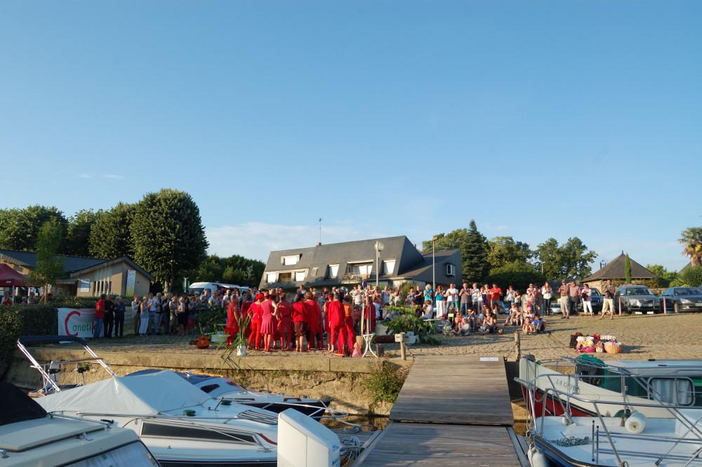 les Passantes chantent au port de plaisance canotika