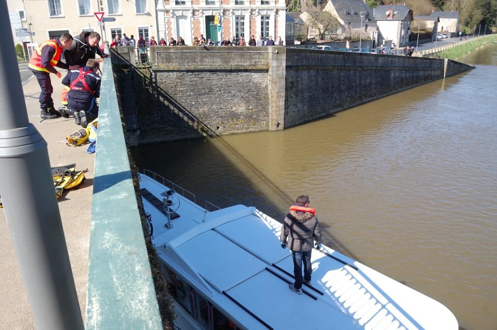 Madelon Canalous sur le vieux pont sauvetage