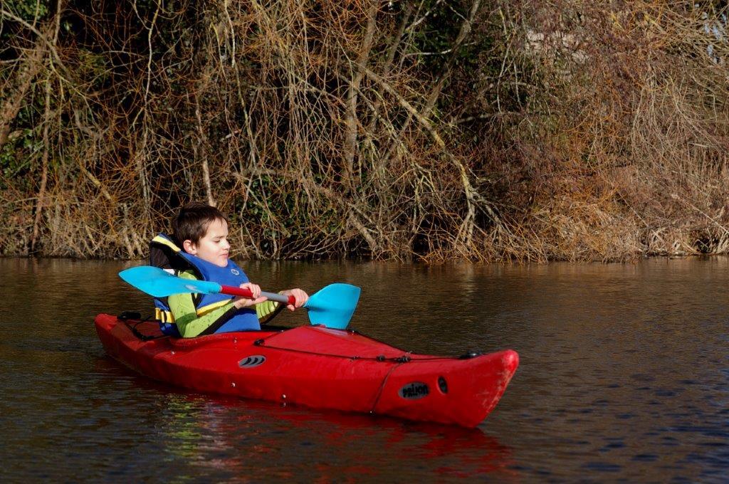 jeune kayak de mer